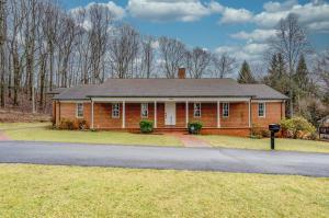 1472 Chestnut Mountain DR, Vinton, VA 24179