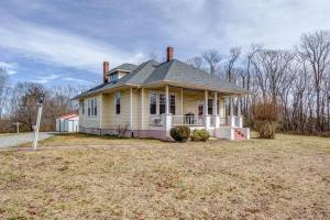 185 Tabernacle RD, Penhook, VA 24137