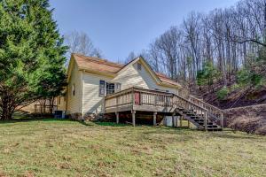 7528 Webb RD, Boones Mill, VA 24065