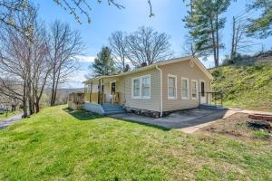 303 Branch RD, Eagle Rock, VA 24085