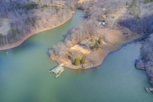 400 Chestnut Bluff LN, Wirtz, VA 24184