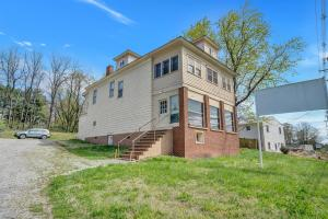 913 E Main ST, Salem, VA 24153
