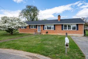 150 Heatherwood LN, Salem, VA 24153