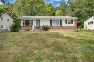 81 Ridgeview CIR, Roanoke, VA 24019