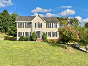 100 Brookfield LN, Roanoke, VA 24012