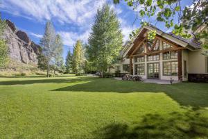 64 Lane Ranch Rd East, Sun Valley, ID 83353