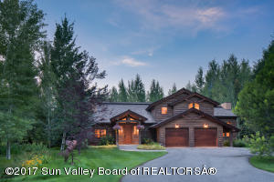 A beautiful mountain style home in Lane Ranch