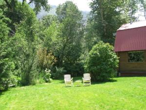 On WS Creek Huge Lot...Sunny lawn