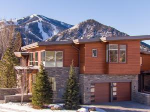 105 Valleywood Dr, Residence 1, Ketchum, ID 83340