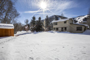 Nearly 1/2 acre just minutes south of Ketchum!