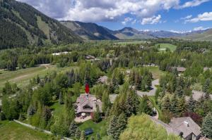 18 Meadow Rd, Sun Valley, ID 83353