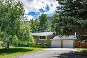Lush lot with mature trees close to Hailey Greenway