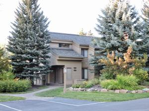 Snow Creek 1507 - superb location! Single level condo.