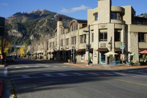 675 Sun Valley Rd E, Suite F2, Ketchum, ID 83340