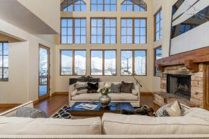 4 Crown Ranch Rd, Sun Valley, ID 83353