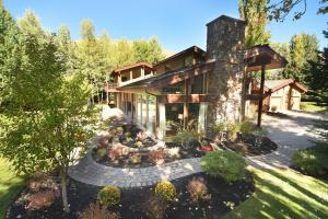 103 Proctor Mountain Rd, Sun Valley, ID 83353