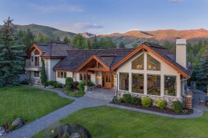 Spectacular mountain home in beautiful Sun Valley, Idaho!