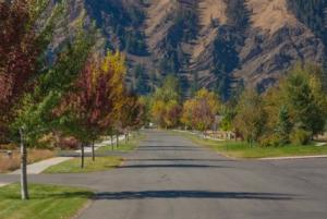 Lovely tree lined streets with incredible mountain views, short walk to bike path and town