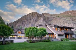 56 E Lane Ranch Rd, Sun Valley, ID 83353