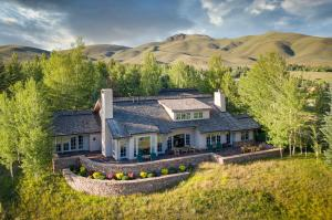 110 Highlands Dr, Sun Valley, ID 83353