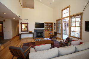 Wonderful open and light with high ceilings and abundant windows