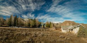 307 Juniper Rd, Sun Valley, ID 83353