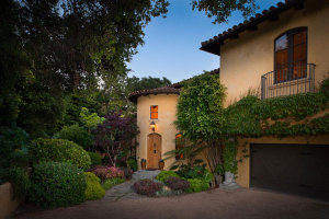 Front Courtyard/Entry