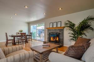 654 Circle Dr, SANTA BARBARA, CA 93108