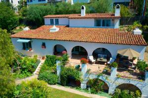 A Classic Santa Barbara Riviera View Home