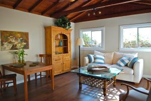 Wood beamed high ceilings, new wood floors, freshly painted