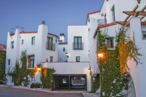 30 W Calle Crespis, SANTA BARBARA, CA 93105