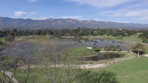 Lago View of Mountains