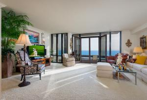 One of a kind oceanfront Bonnymede condominium!
