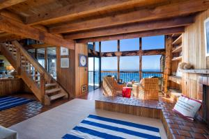 Want oceanfront? Magical ocean view from the living room