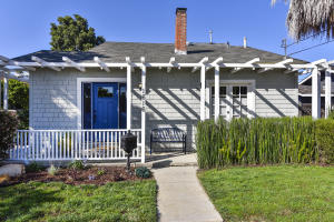 1616 Gillespie Street is a beautiful 1924 Craftsman that is zoned Rs and is 2 stories!