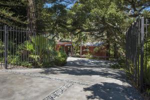 1560 Hillcrest Rd, SANTA BARBARA, CA 93103