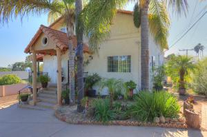 3823 Pueblo Ave, SANTA BARBARA, CA 93110