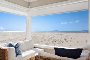 1011 Mandalay Beach Rd, OXNARD, CA 93035