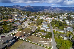 2/1 on .27 acre lot that runs street to street!