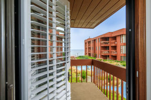 This is the one! Overlook the courtyard , fountain straight to the Ocean - NO PARKING LOTS!!