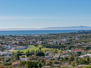 Enjoy iconic Santa Barbara ocean, island, sunset and cityscape views from most rooms.