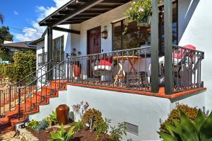 2220 Las Rosas Lane, SANTA BARBARA, CA 93105