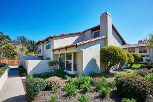 Welcome to this sunny, end unit in the Villa de Montecito enclave.
