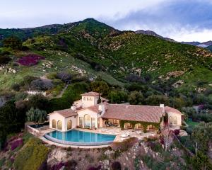 Above the clouds - Mediterranean Estate gated and private