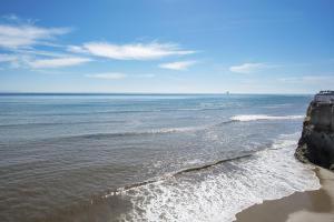 6745-6747 Del Playa Drive, ISLA VISTA, CA 93117