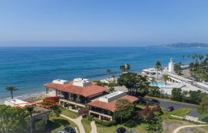 Nice ocean views from this Bonnymede property