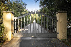 Photo of 140 Middle Rd, MONTECITO, CA 93108