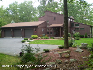 13 Alpine Dr, Moosic, PA 18507