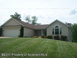 326 Sanderson Ave, Throop, PA 18512