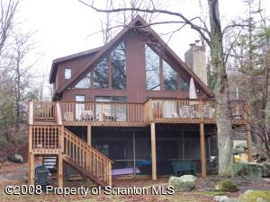 2047 Roamingwood Rd, Lake Ariel, PA 18436